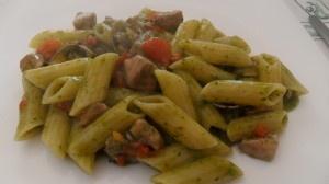 Pasta alle vongole, tonno fresco e salsa al basilico