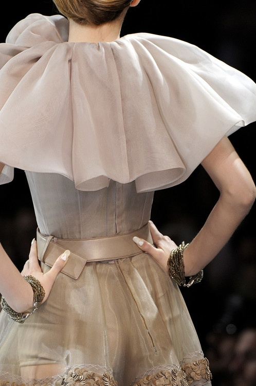 Christian Dior fall 2008 couture details  #fw08 #couture #fashion #details