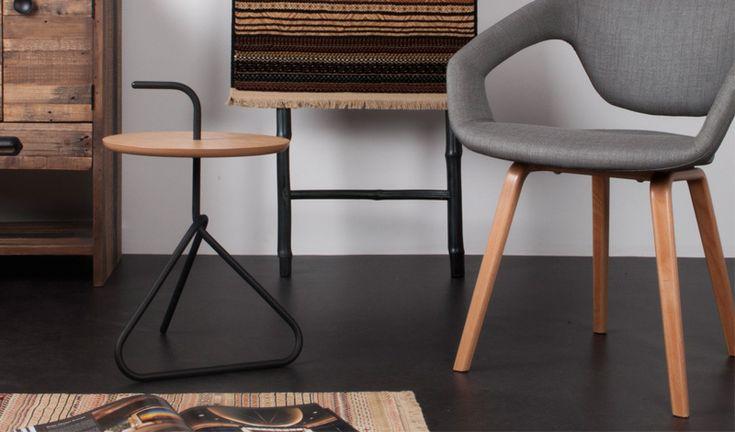 De Flexback is een ontwerp uit de collectie van Zuiver. Deze stoel heeft een flexibele rug en is verkrijgbaar in verschillende uitvoeringen.