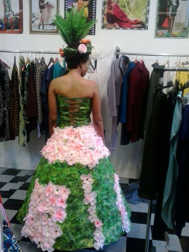 Fitting/*#@ Fashion Silueta Boutique.