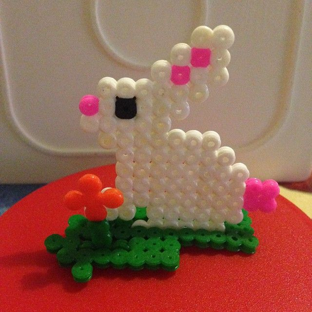 Easter hama beads by marisalcraft - Tutorial: https://www.pinterest.com/pin/374291419008036505/