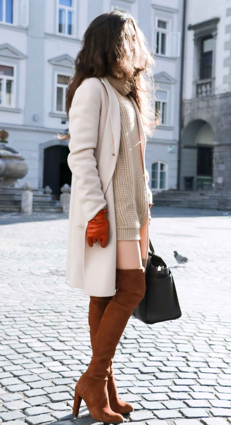 Fashion Blogger Veronika Lipar of Brunette from Wall dressed in outfit that is always in fashion