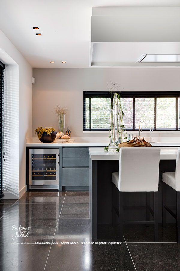 Prachtig project uitgevoerd door sober sjiek gepubliceerd in het stijlvol wonen exclusief boek - Eigentijdse keuken grijs ...