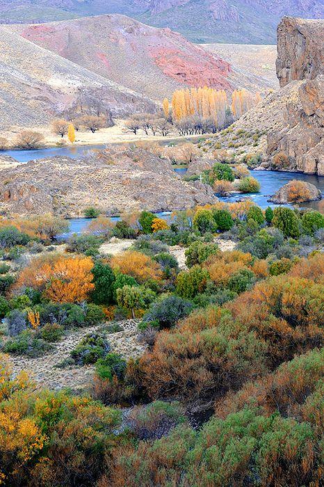 Rio Limay, Neuquen, Region de Los Lagos. Patagonia, Argentina