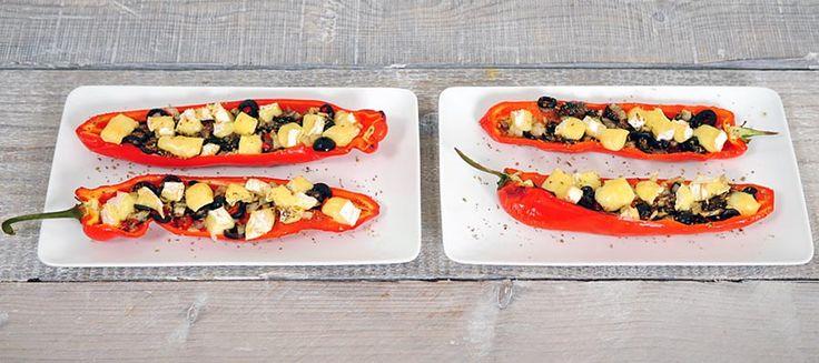 Dit is een simpel recept voor gevulde puntpaprika. Zoete puntpaprika gevuld met ansjovis, zwarte olijven, ui, knoflook en camembert. Heerlijk en voedzaam recept!