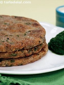 Upvaas Thalipeeth - Giving an interesting twist to the regular maharashtrian thalipeeth, i have made it with a combination of rajgira flour and grated potatoes. Serve it with green chutney and fresh curds for a light and healthy meal.