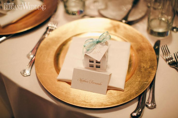 Gold Charger Plate Wedding Table Setting | AN INSTANT CLASSIC WEDDING AT THE THEATRE | Elegant Wedding