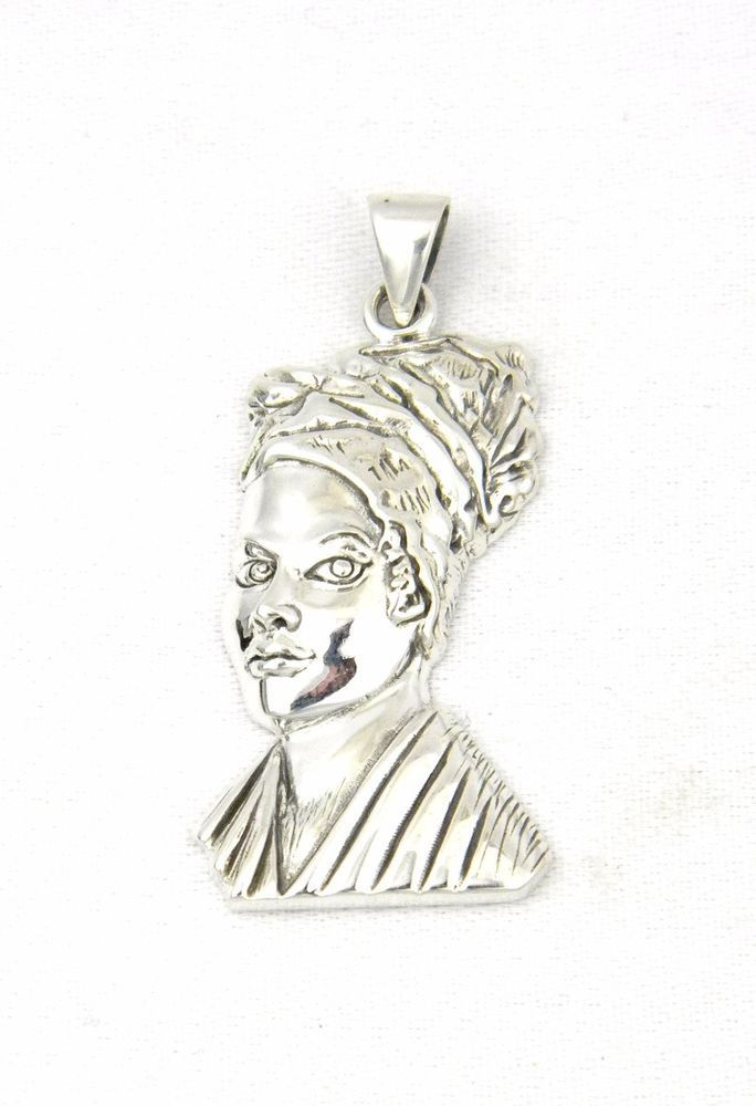 Celebrate the history and power of the most famous voodoo priestess ever with this Marie Laveau pendant.