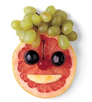 Creative, healthy snacks for toddlers. This pic is just too cute! I haven't clicked on the sight yet tho :(