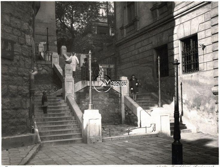 A Ponty utcai lépcső a Szalag utcánál, 1925 körül  (Erdélyi Mór felvétele, BTM Kiscelli Múzeum Fényképgyűjtemény)