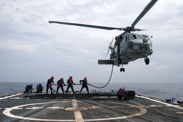 Sailors assigned to USS McClusky (FFG-41) conduct in-flight refueling of SH-60B 2010 [3672 x 2448]