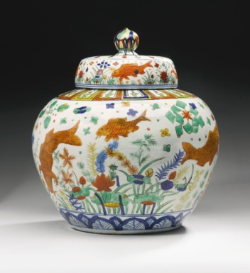 AN IMPORTANT WUCAI 'FISH' JAR AND COVER JIAJING MARK AND PERIOD - Sotheby's