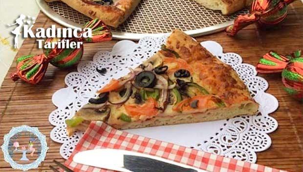 Vejeteryan Pizza Tarifi nasıl yapılır? Vejeteryan Pizza Tarifi'nin malzemeleri, resimli anlatımı ve yapılışı için tıklayın. Yazar: Nerminin Tarifleri