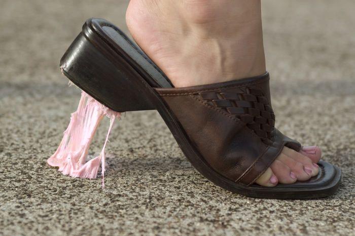 Jak odstranit žvýkačku z bot, vlasů i oblečení? - Fotogalerie - Žena.cz