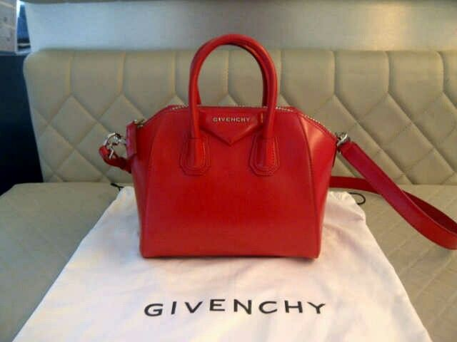 Excellent conditions 95% like new mini givenchy antigona red smooth skin.