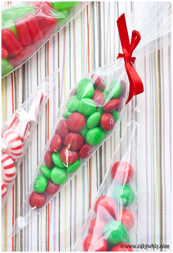CHRISTMAS CANDY CONES... fun and easy homemade gift for the little kiddos this holiday season! From cakewhiz.com #christmas #homemade #gifts