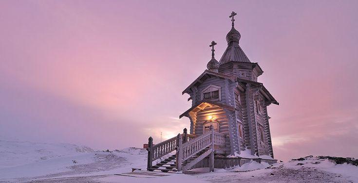 The church of Saint Trinity in Antarctida. Эту православную церковь построили в России из сибирской сосны, а затем перевезли на корабле с продовольствием на российскую (бывшую советскую) антарктическую станцию Беллинсгаузен на острове Ватерлоо в 2004 году. С тех пор как двое монахов из России добровольно провели в церкви год, настоятели здесь сменяются ежегодно.