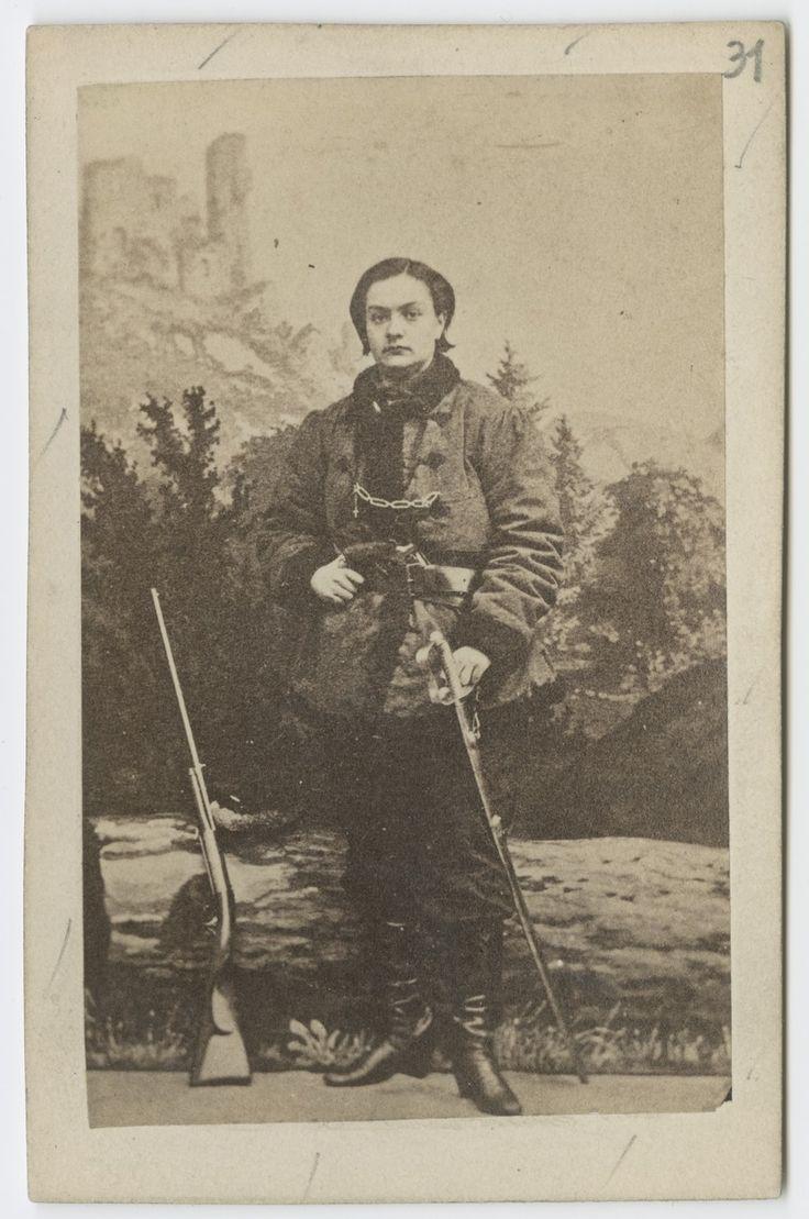Portret Anny Henryki Pustowojtówny ze strzelbą. Powstanie styczniowe, 1863 r.