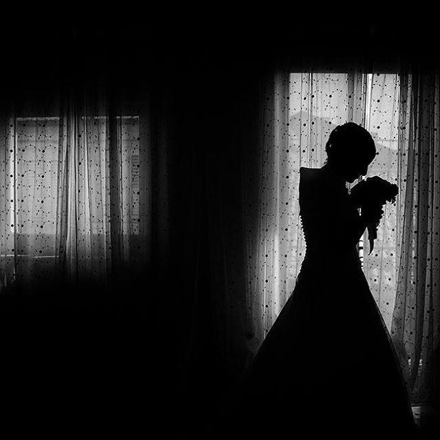 Black and white Flower dreams. The bride a moment that will last a lifetime.  Photo @raffaelemontepaone #weddingblog #wedding #weddingphotography #weddingblogger #photooftheday #beautifulday #matrimonio #fotografia #gioielli #sposa  #新娘 #豪華 #愛情 #攝影 #時尚 #結婚 #フォト #写真撮影 #невеста #брак #роскошь #мода #style #бриллиант #flowers #picoftheday #photo #photography #raffaelemontepaone #blackandwhite