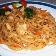 Fotografie receptu: Rýžové nudle s kuřecím masem a mrkví