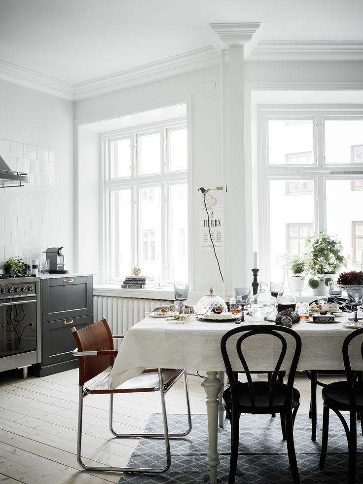 Via Entrance Mäkleri, -dukningen i köket och ickefärgerna! I Drömmen om att en dag ha ett stort kök...