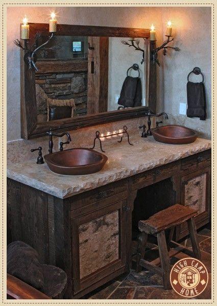 banheiro de inspiração rústica com bancada dupla