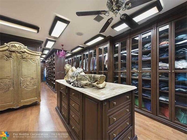 Amazing master closets images for Amazing closets