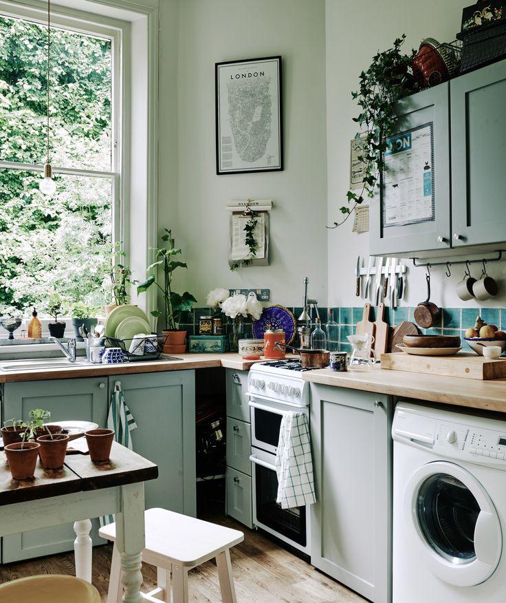 Stylingtips voor een huurhuis. Mag je weing aanpassen? Planten kunnen het verschil maken in je keuken | IKEA IKEAnederland IKEAnl wooninspiratie inspiratie keuken plant planten groen  HEDERA HELIX potplant klimop