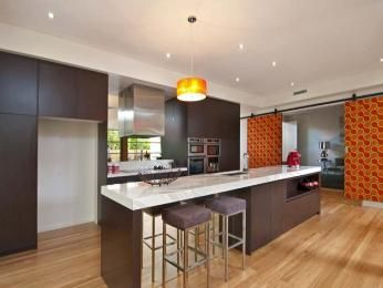 Modern island kitchen design using floorboards - Kitchen Photo 318544