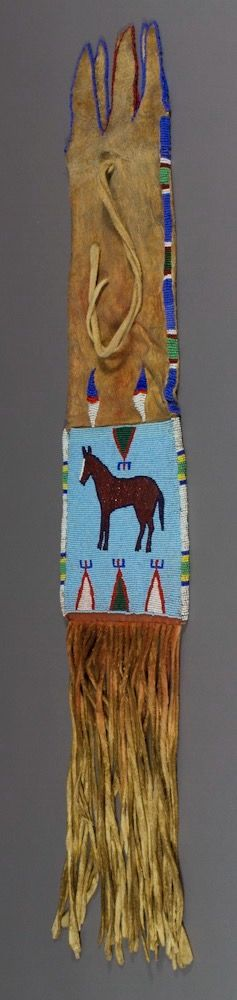 Сумка для табака, Не Персе. А. Размер 33 х 6 3/4 дюйма.  Период 1900-1920. Коллекция Elizabeth Cole Butler. Portland Art Museum