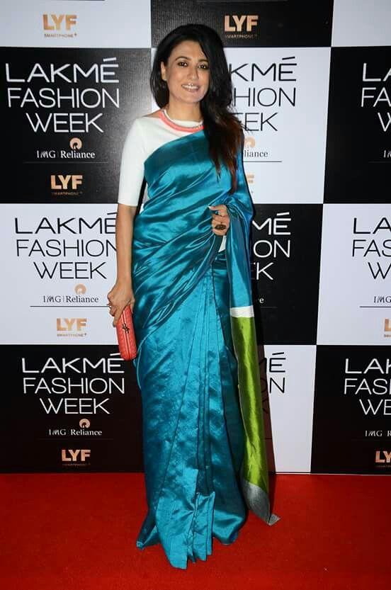 Mini Mathur stood out in a colour blocked silk sari at #LakmeFashionWeek Winter/Festive 2016