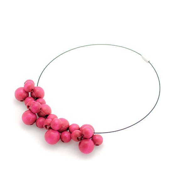 Bubbles small pink wooden necklace