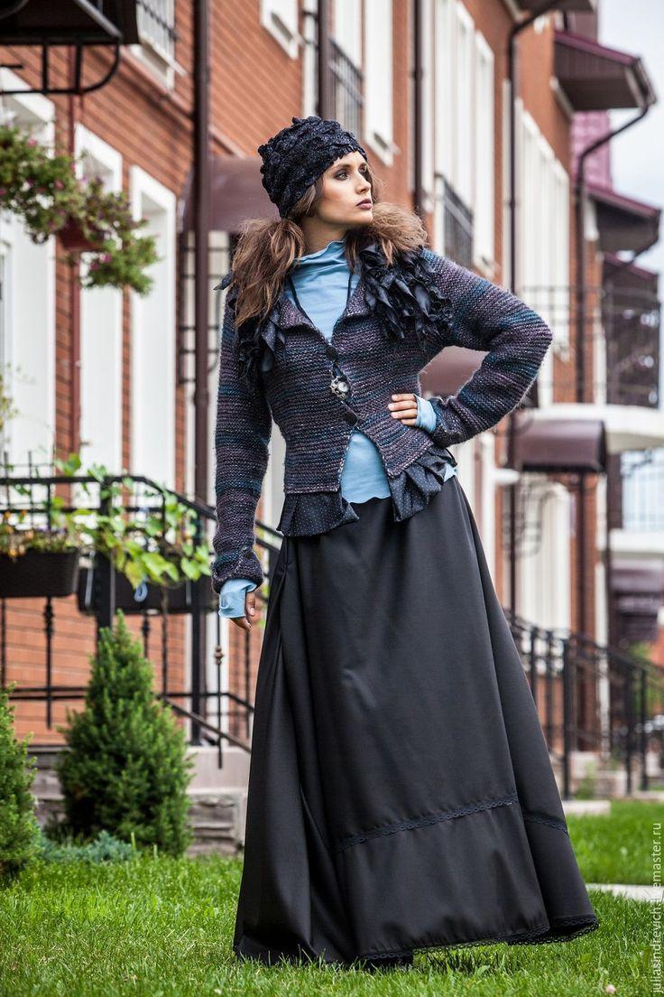 Купить V_004 Жакет приталенный с баской, с черными в белую крапинку оборками - ручная вязка