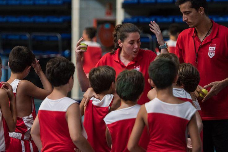 Entrenadora de baloncesto. Devolviendo a los niños lo que el baloncesto nos da. Nunca perderé la ilusión de transmitir la pasión y valores que hace tan especial a este gran deporte.