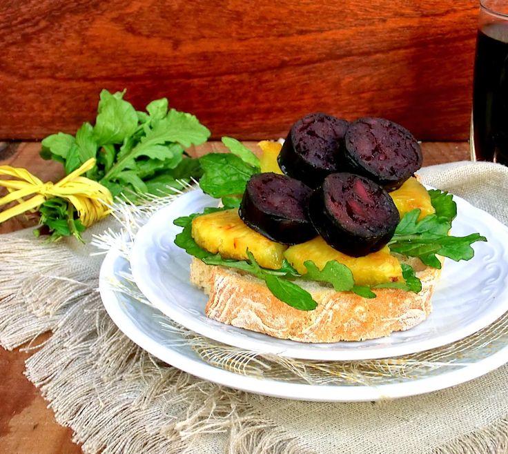 Tapas de Chouriço Mouro com Rúcula e Abacaxi Grelhado | Entrada Aperitivo Snack Brunch Appetizer #Nhammm