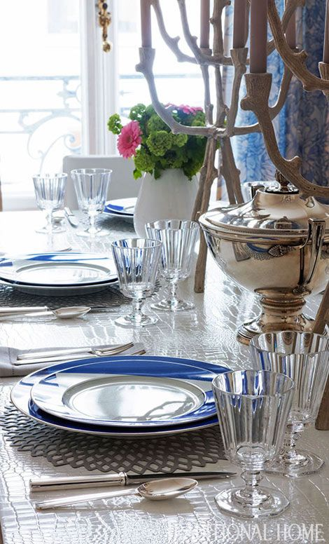 Nautical china and a textured tabletop lend interest to the dining room - Traditional Home® / Photo: Francis Hammond / Design: Eric Lysdahl