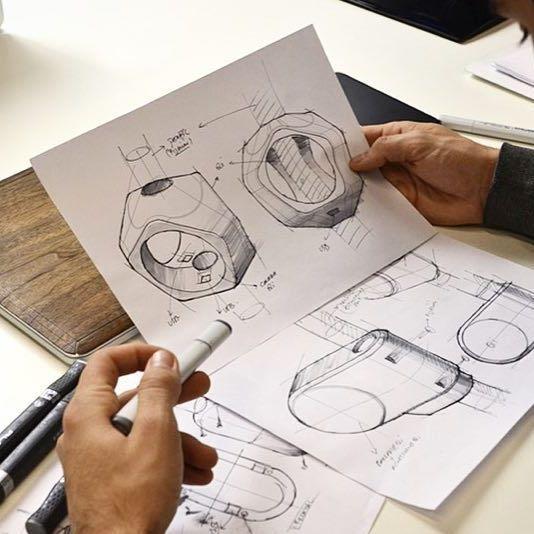 Revisión de propuestas en @chispers con @sebspoerer ✏️ #industrialdesign #sketching #wip