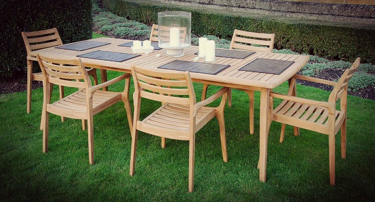 Volonne table & chairs