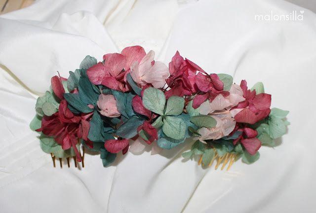 Peineta de flores preservadas Virginia en verde esmeralda y buganvilla by Malonsilla