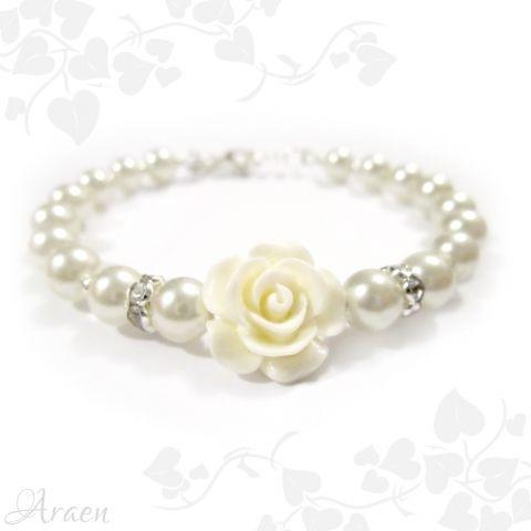 Pearls and rose bridesmaid bracelet with earrings - Romantikus fehér teklagyöngy karkötő rózsával.