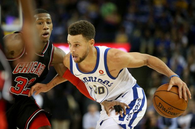 Golden State Warriors' Stephen Curry (30) drives past Chicago Bulls' Kris Dunn (32) in the first half of an NBA game at Oracle Arena in Oakland, Calif., on Friday, Nov. 24, 2017. (Ray Chavez/Bay Area News Group)