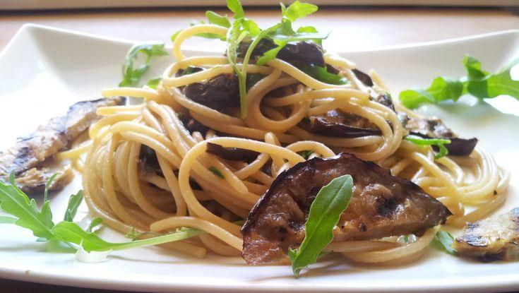 spaghetti con melanzane grigliate co rucola e pancetta