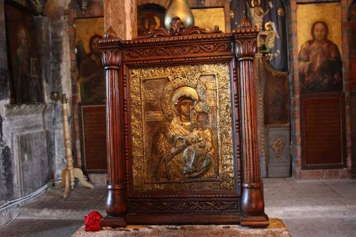 Icoana Preasfintei Nascatoare de Dumnezeu de la Manastirea Glavacioc.  La Icoana de la Glavacioc s-a rugat şi Vlad Ţepeş.  În vremea sfântului Constantin Brâncoveanu  , icoana fu îmbrăcată în argint de arhimandritul Damian de Glavacioc, după cum reiese din inscripția pe ferecătură, datată 30 aprilie 1700. Iar în anul 1847, aceasta fu așezată într-un cadru de lemn, poleit de către protosinghelul Ierotei Glavacioțeanul.: