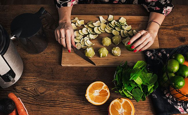 5 Reasons You Should Never Go on a Juice Cleanse or Detox Diet  http://www.eatclean.com/scoops/never-do-juice-cleanse-detox-diets?cid=soc_Eat%2520Clean%2520-%2520eatcleanfeed_FBPAGE_Eat%2520Clean__Health