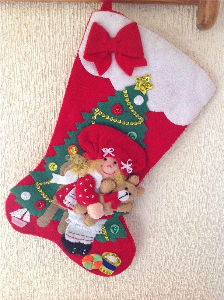 Bota navideña de fieltro y lentejuela bordada a mano