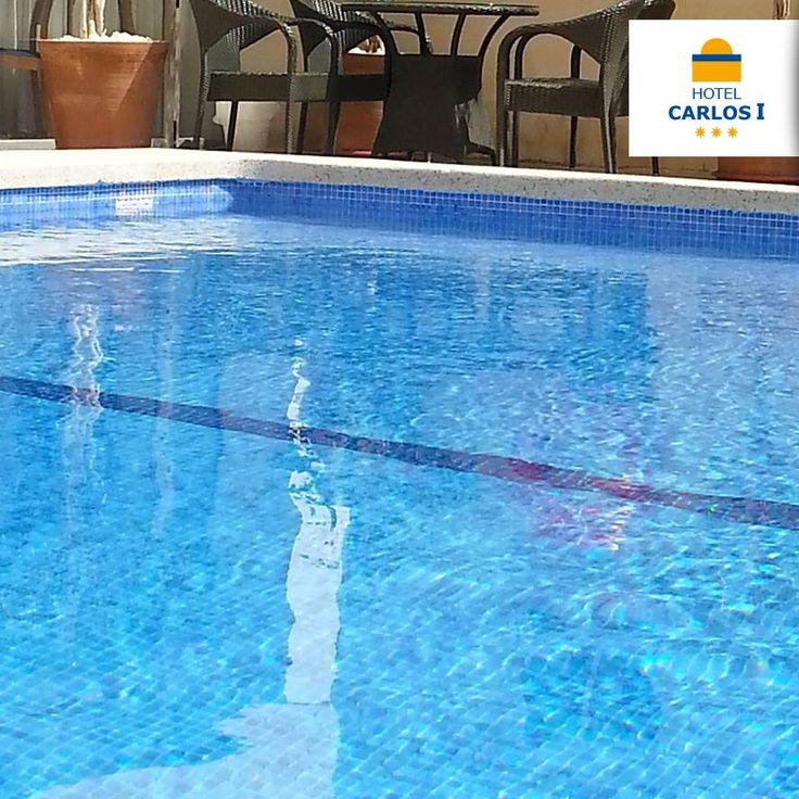 Tenemos todo listo para que vengas a darte tu primer baño del verano  ¿Te animas? ➢ 965 857 190 #HotelCarlosI #hotel #Benidorm #CostaBlanca #reserva #anticipada #earlybooking #vacaciones #verano #planes #Piscina #Azul #HtC1