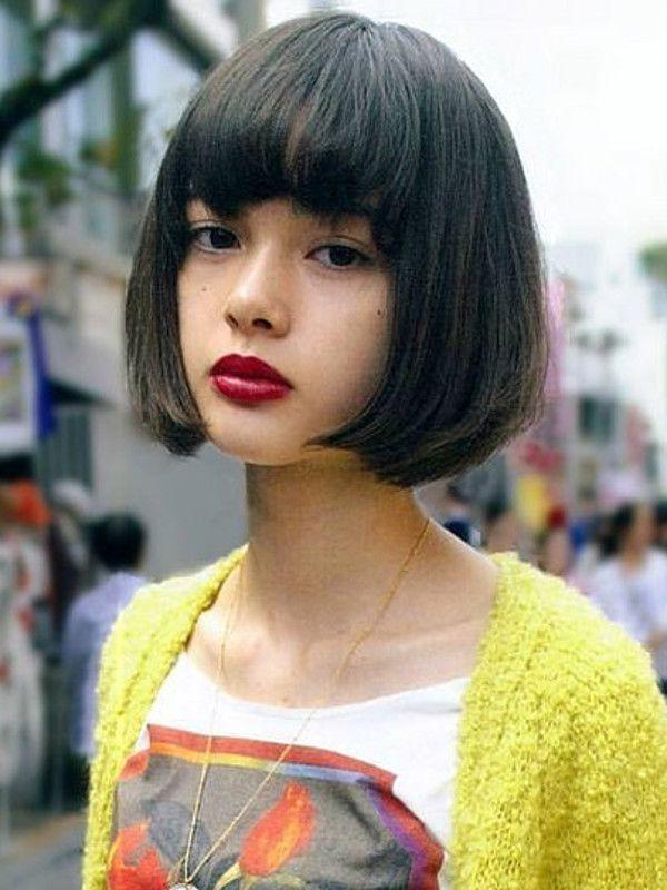 Confira dezenas de inspirações de cabelo curto com franja e veja como deixá-la estilosa em cortes curtinhos, chanel e bob.