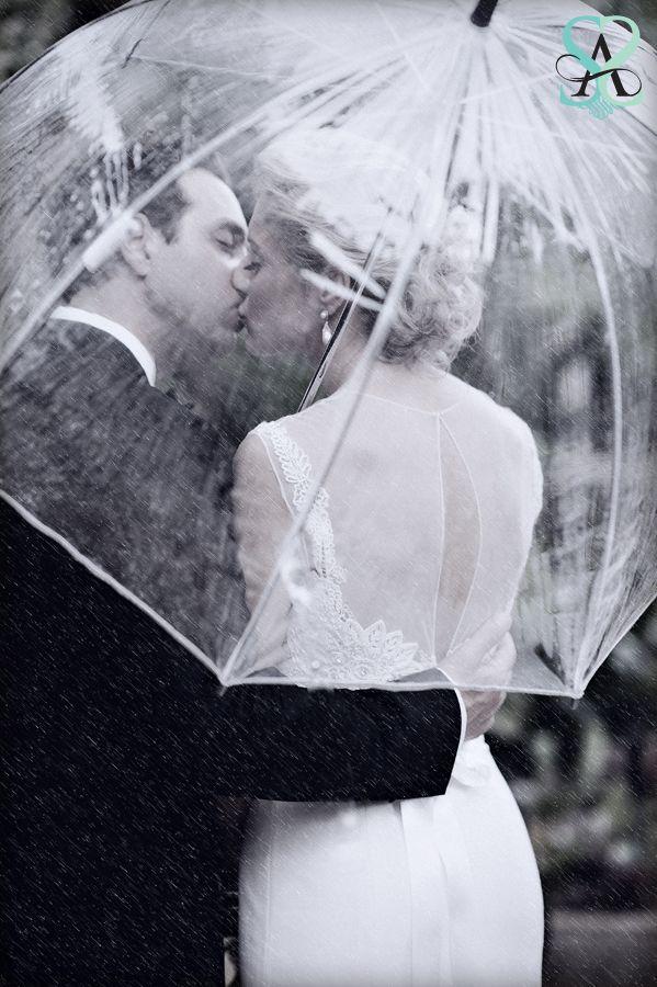 Ik heb al een witte paraplu in mijn auto liggen voor als het regent en als de zon te fel schijnt op een bruiloft. Maar ik wil ook een transparante nu!