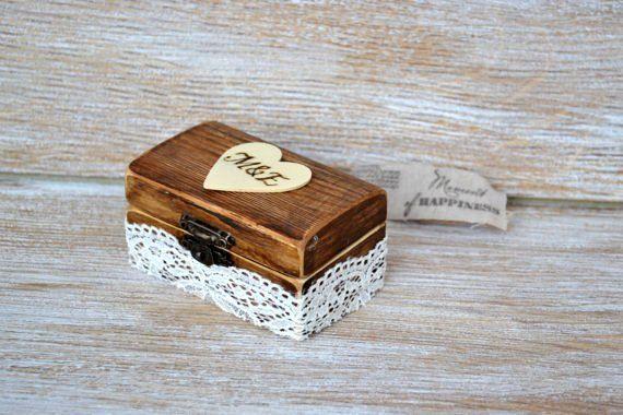 Mignon, peu de mariage boîte à bagues, oreiller de bague de rechange    Nos porteurs de boîte-anneau de bague de mariage sont main peinte et