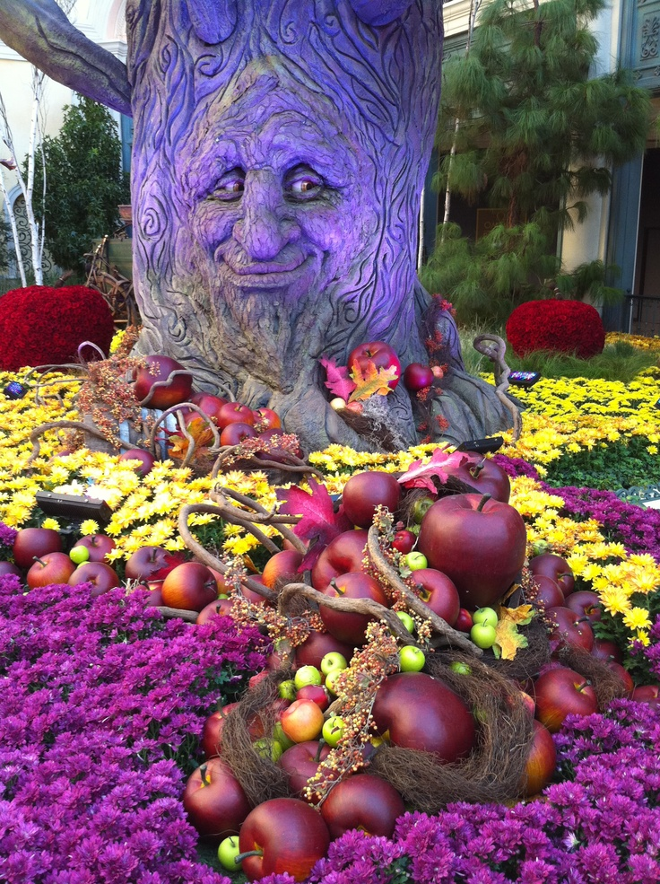 Fall Garden Display At The Bellagio Hotel And Casino In Las Vegas. The  Talking Tree